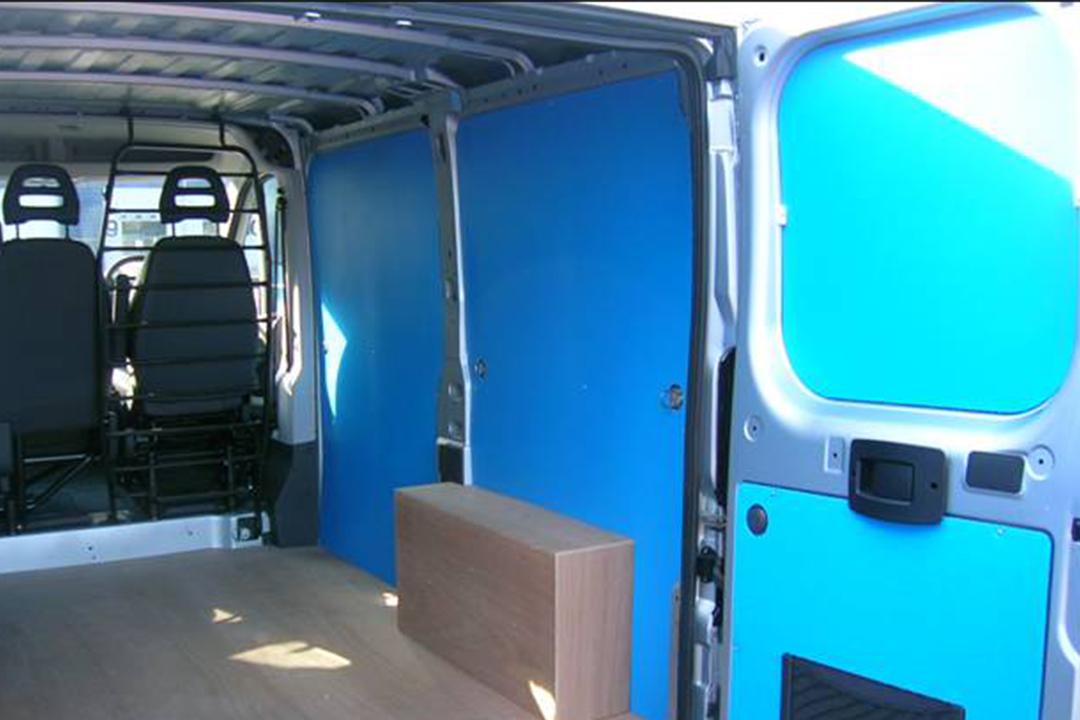 Polypropylene lining in utilitary vehicle
